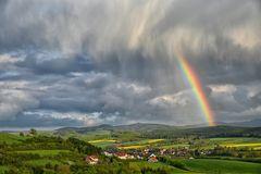 Sonne... Wolken... Schauer ... Regenbogen..