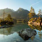 Sonnenaufgang am Bergsee