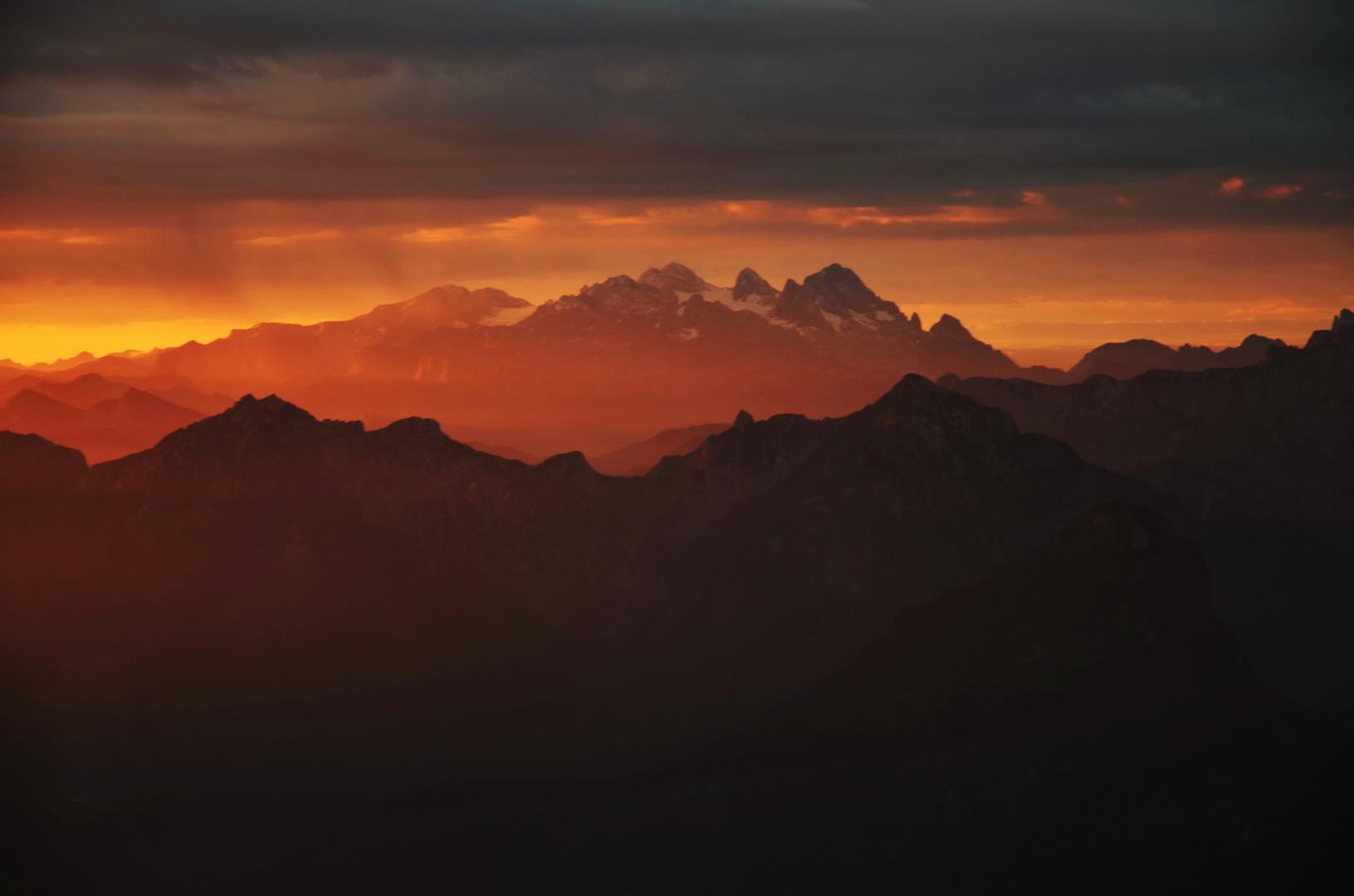 Sonnenaufgang am Dachstein...