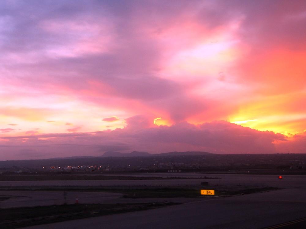 Sonnenaufgang am Flughafen Mallorca