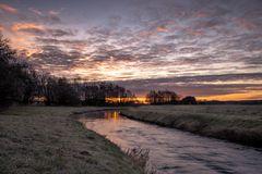 Sonnenaufgang am Fluß
