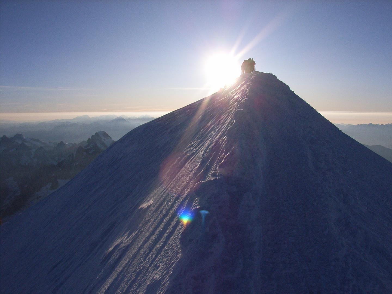 Sonnenaufgang am Gipfelgrat