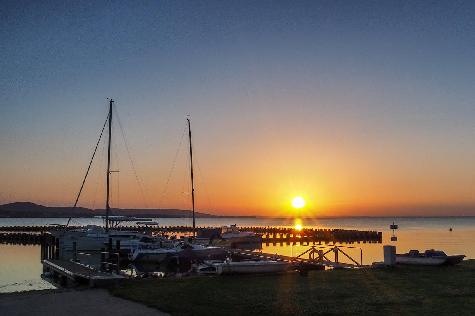 Sonnenaufgang am größten Binnensee Mitteleuropas