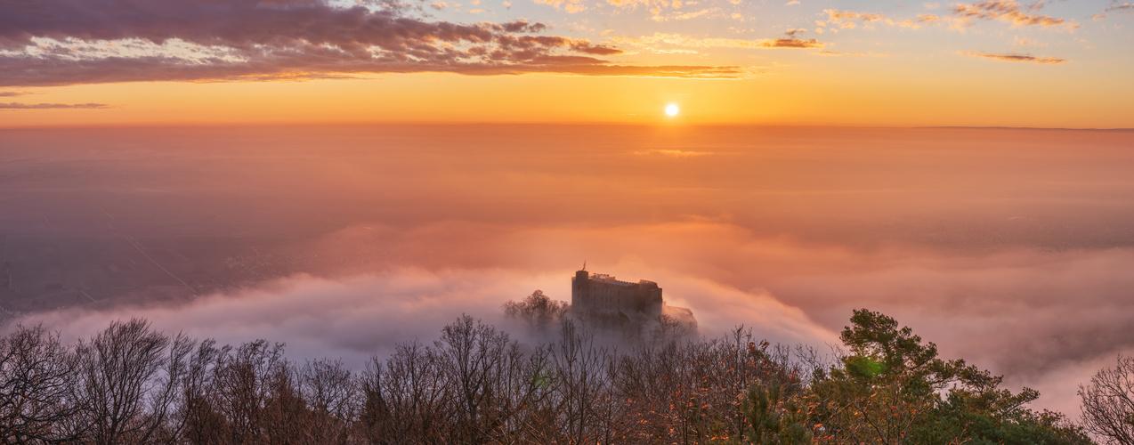 Sonnenaufgang am Hambacher Schloss...