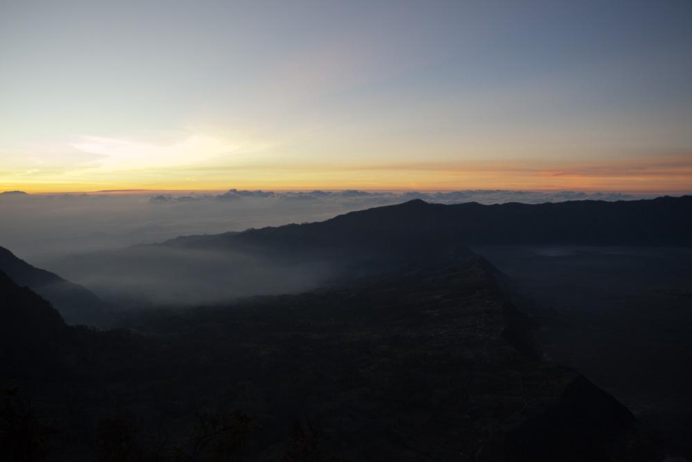 Sonnenaufgang am Rand der Caldera II