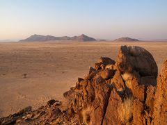 Sonnenaufgang am Rande der Namib