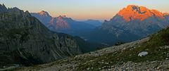 Sonnenaufgang am Rifugio Auronzo in den Dolomiten...