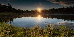 Sonnenaufgang am Stormy Lake in Alaska