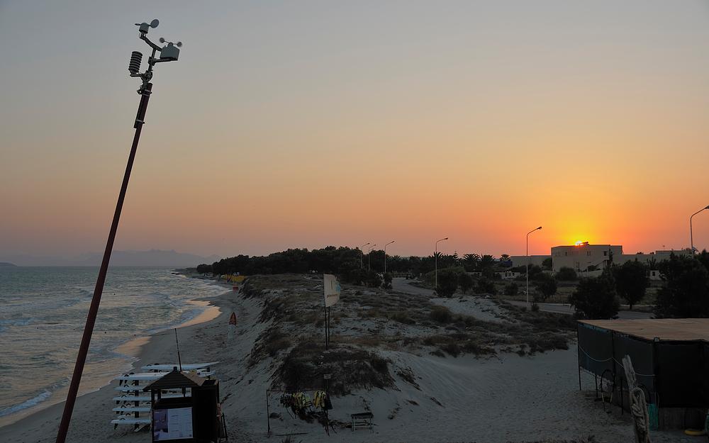 Sonnenaufgang am Strand v. Marmari