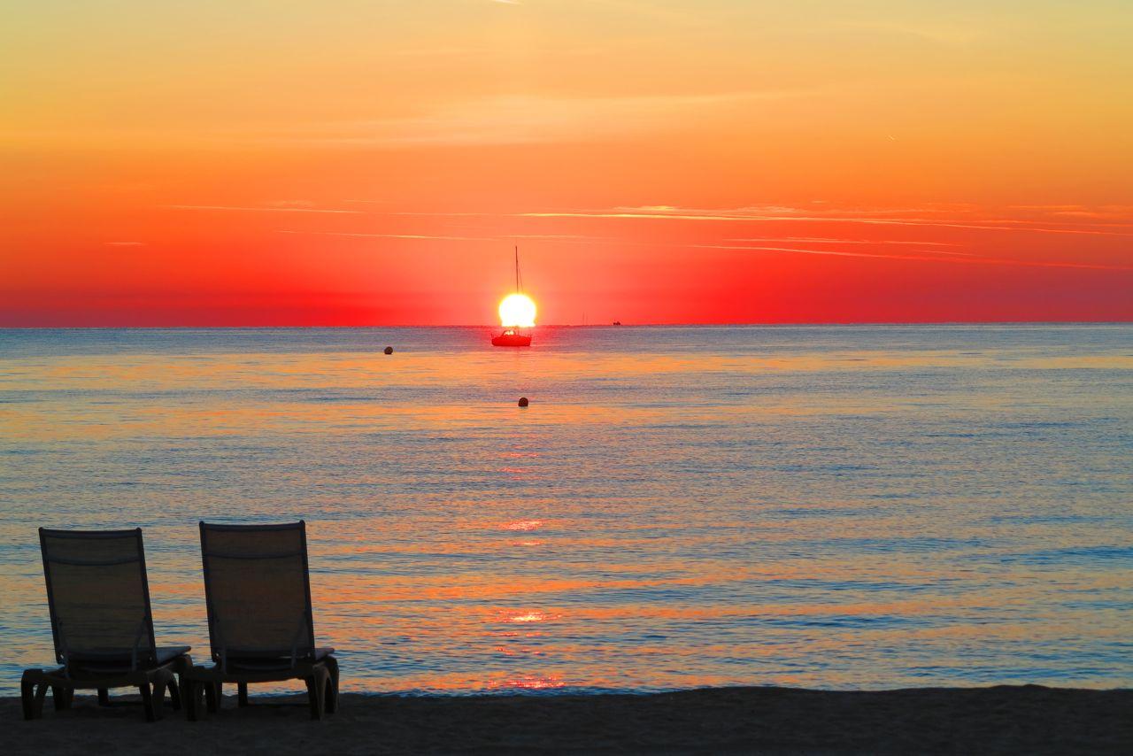 sonnenaufgang am strand von pampelonne 1 foto bild. Black Bedroom Furniture Sets. Home Design Ideas