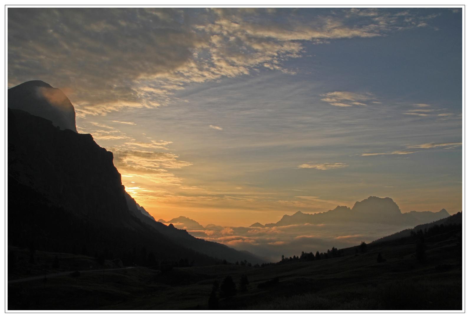 Sonnenaufgang am Valparolapass ( 2168 m.)