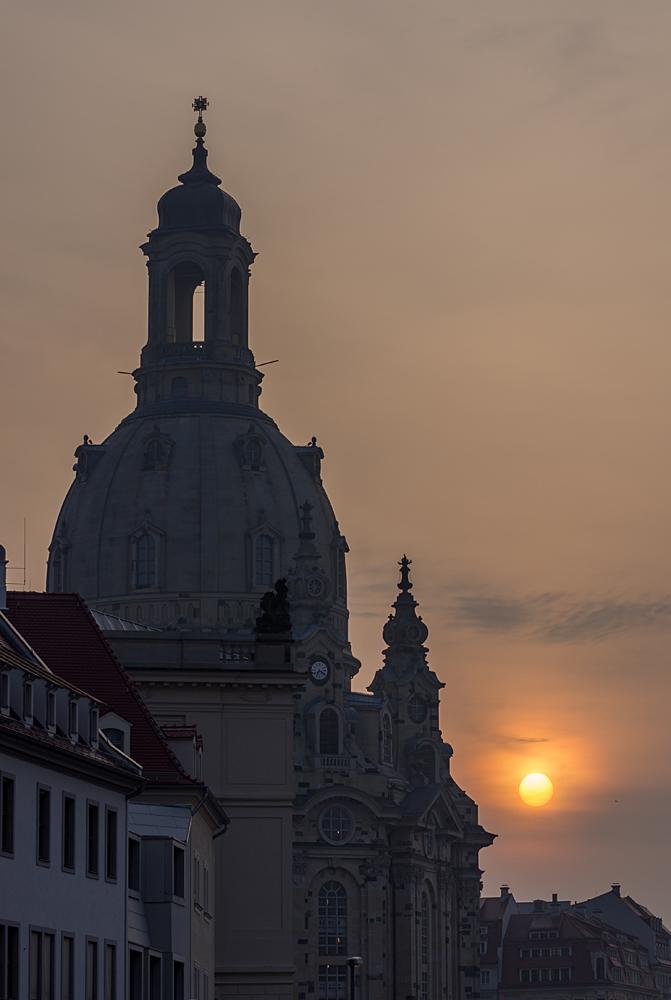 Sonnenaufgang an der Frauenkirche