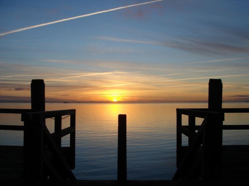 Sonnenaufgang an der Mittelbrücke in Wyk - im Frühjahr