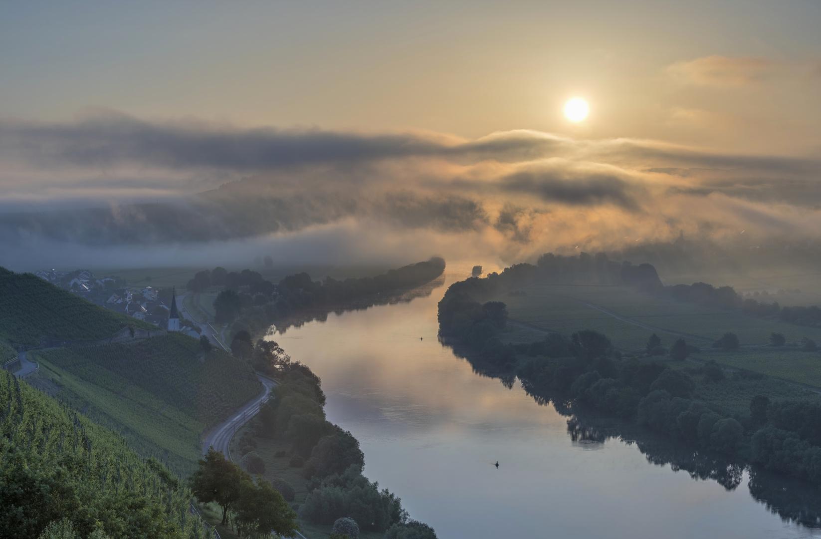 *Sonnenaufgang an der Mittelmosel*