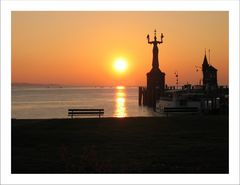 Sonnenaufgang an Konstanzer Hafen