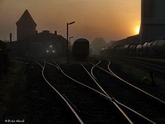Sonnenaufgang bei der Eisenbahn