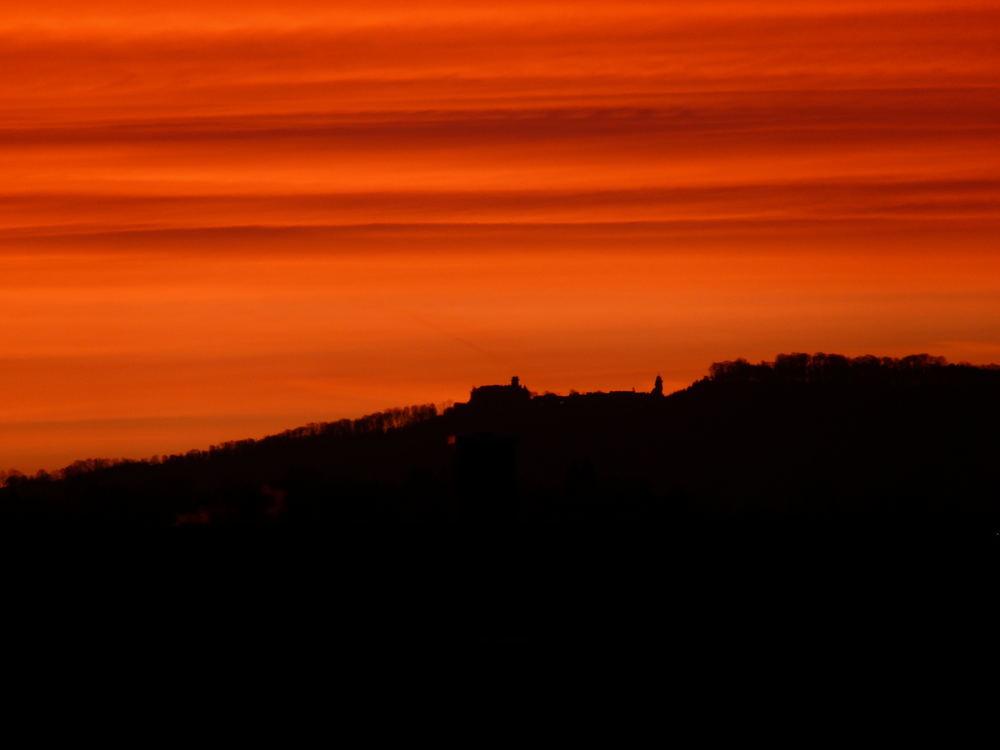 Sonnenaufgang hinter Waldenburg
