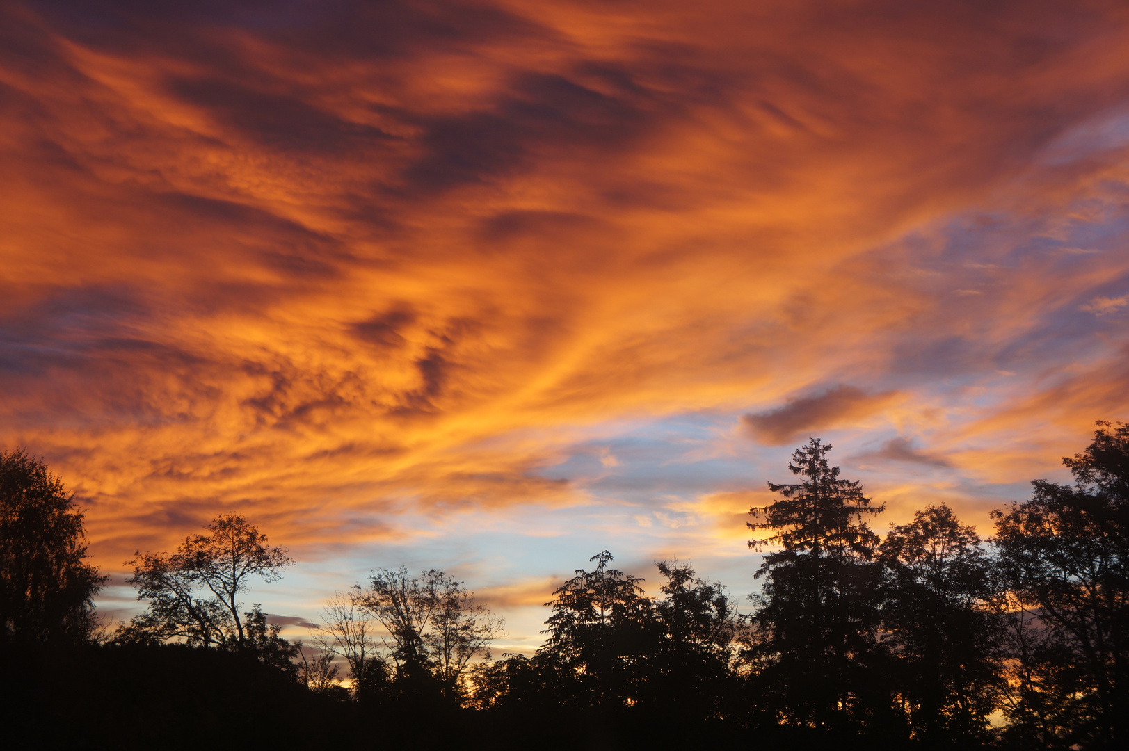 Sonnenaufgang hinterm Haus