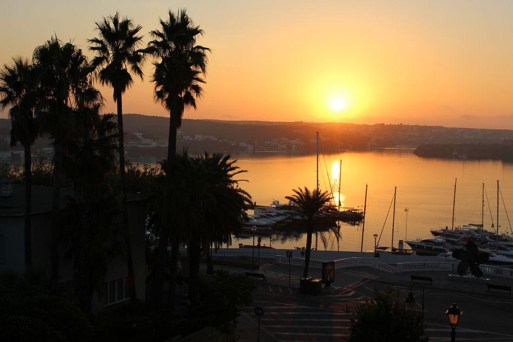 Sonnenaufgang im Hafen von Mahon/Menorca
