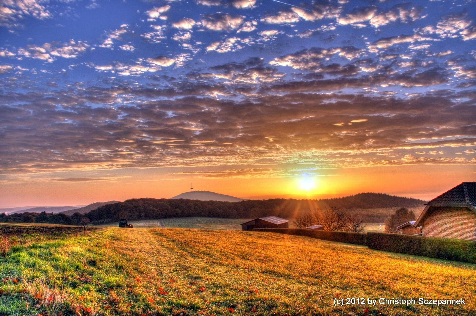 Sonnenaufgang im Land der zwei Burgen