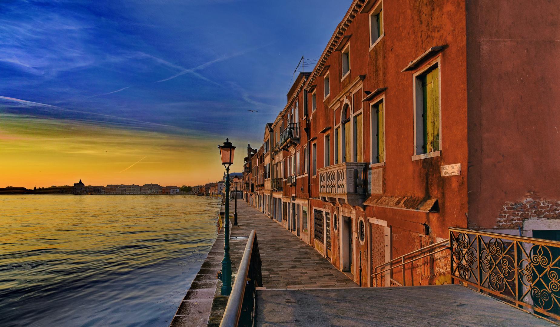 Sonnenaufgang in Giudecca, Venetien, Italien