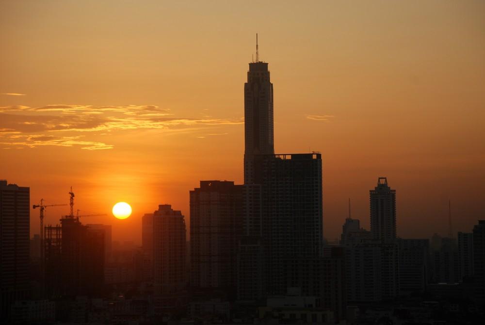 Sonnenaufgang über Bangkok