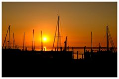 Sonnenaufgang über Dänemark (Sylt Braderup Hafen)