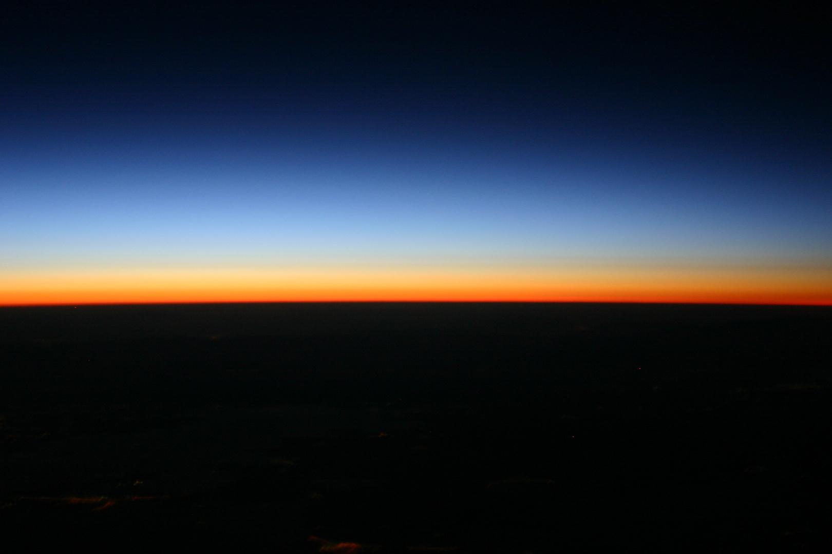 Sonnenaufgang über dem griechischem Festland