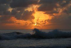 Sonnenaufgang über dem karibischen Meer