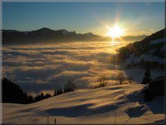 Sonnenaufgang über dem Nebel