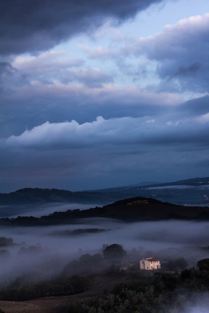 Sonnenaufgang über dem Tal um Querbeet