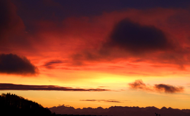 Sonnenaufgang über den Zentralschweizer Alpen