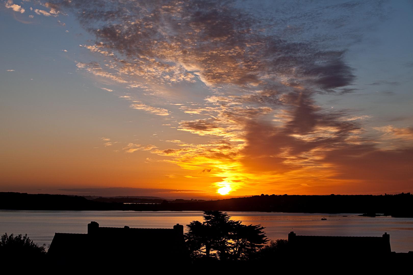 Sonnenaufgang über der Bucht von Camaret