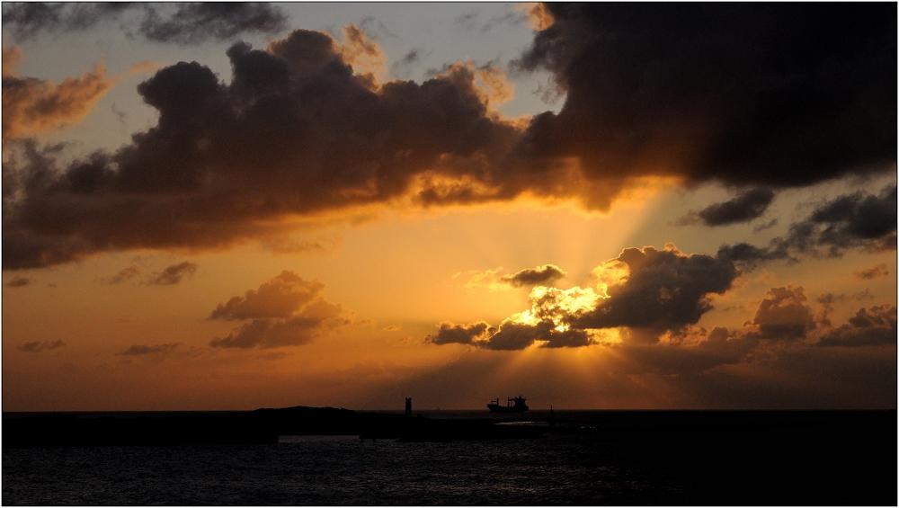 ... Sonnenaufgang über der Düne ...