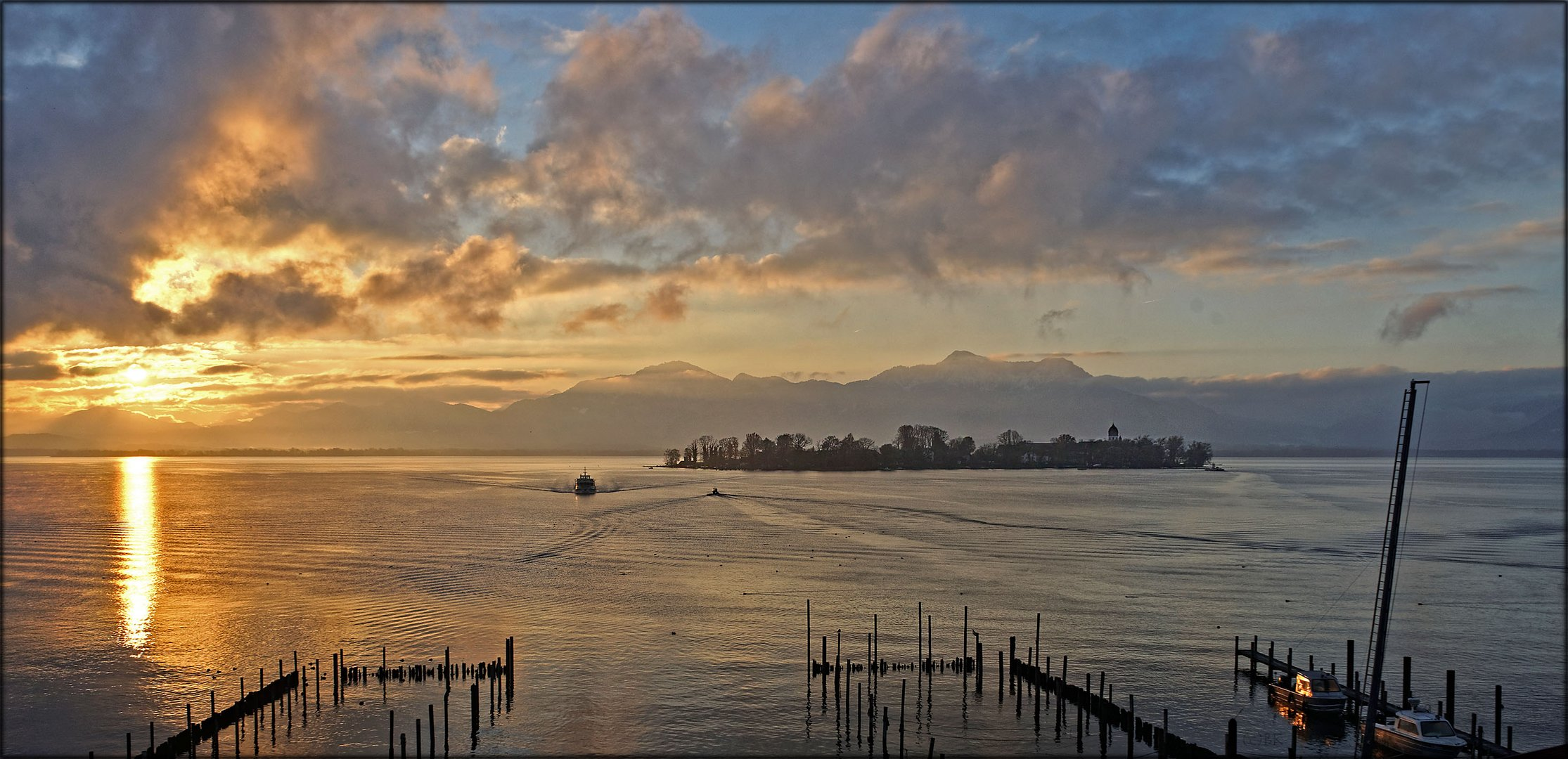 Sonnenaufgang über der Fraueninsel