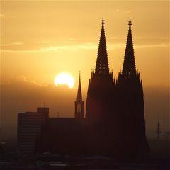 Sonnenaufgang über der Stadt