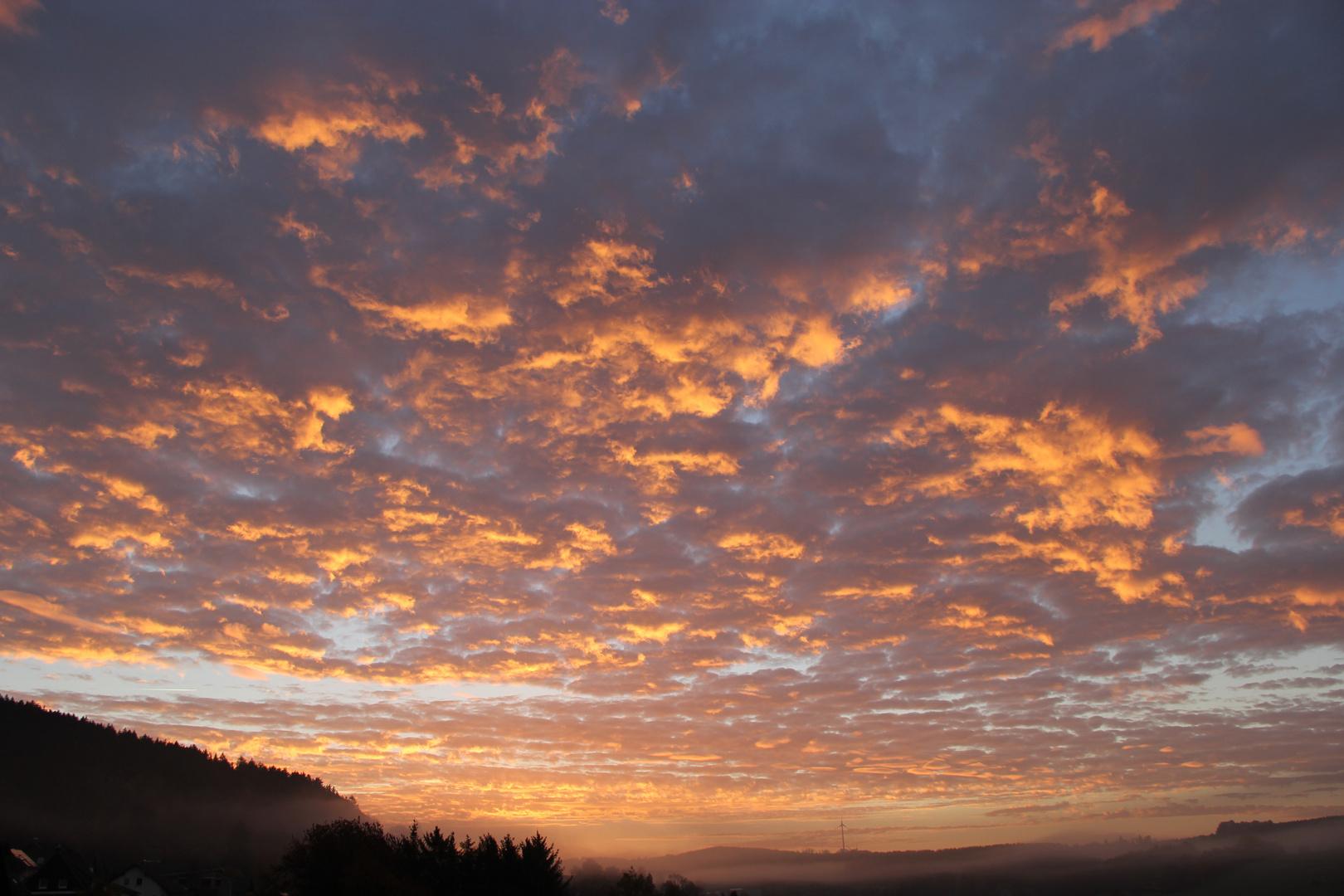 Sonnenaufgang über Hesselbach/Wittgenstein