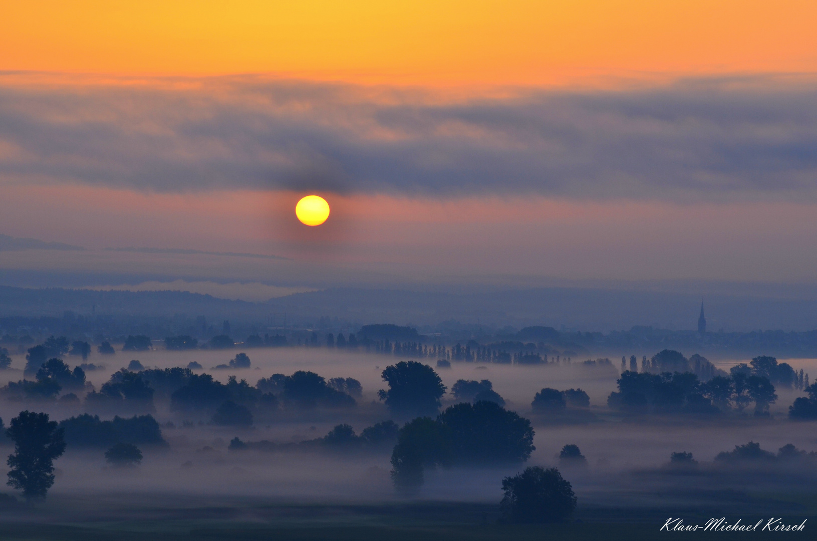 Sonnenaufgang über Radolfzell am Bodensee