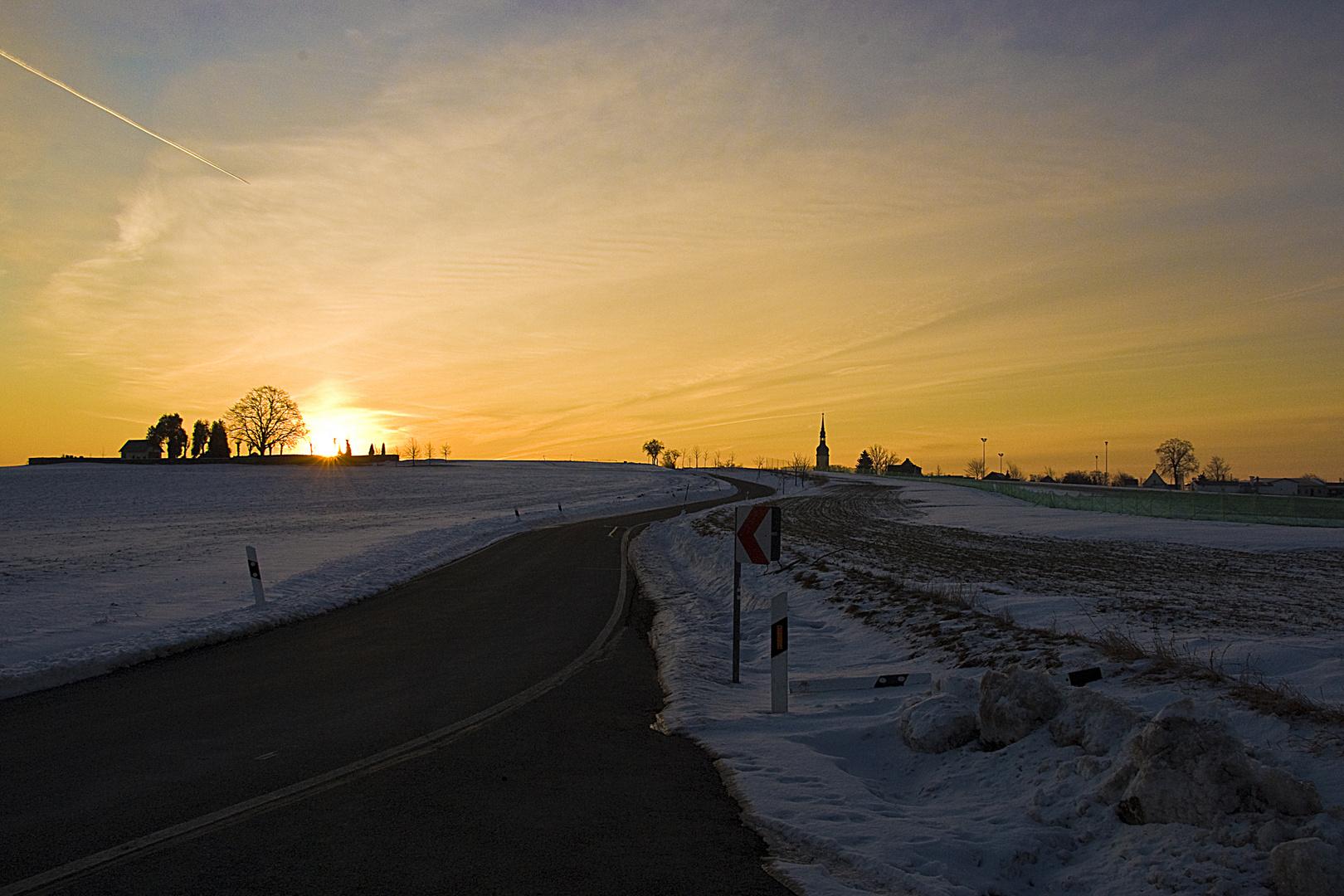 Sonnenaufgang über'm Friedhof 2