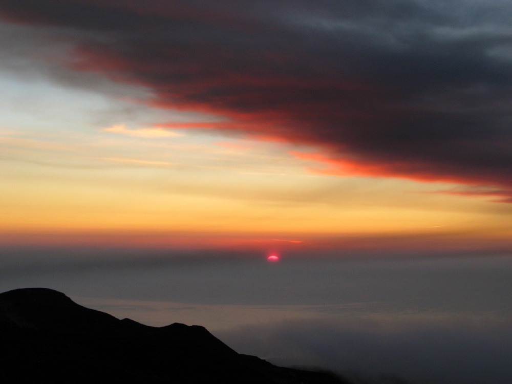 Sonnenaufgang unter Asche