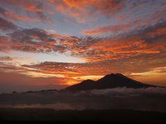 Sonnenaufgang vom Gunung Batur.