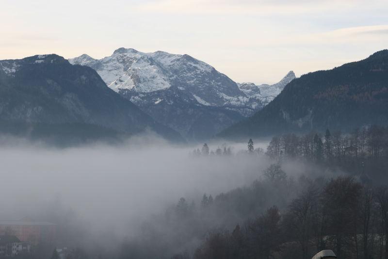 Sonnenhafter Morgen in den Alpen