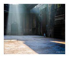 Sonnenlicht - wie in einer Kathedrale der Schwerindustrie