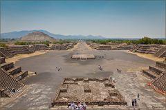 """Sonnenpyramide mit der Straße der Toten """"Teotihuacan"""""""