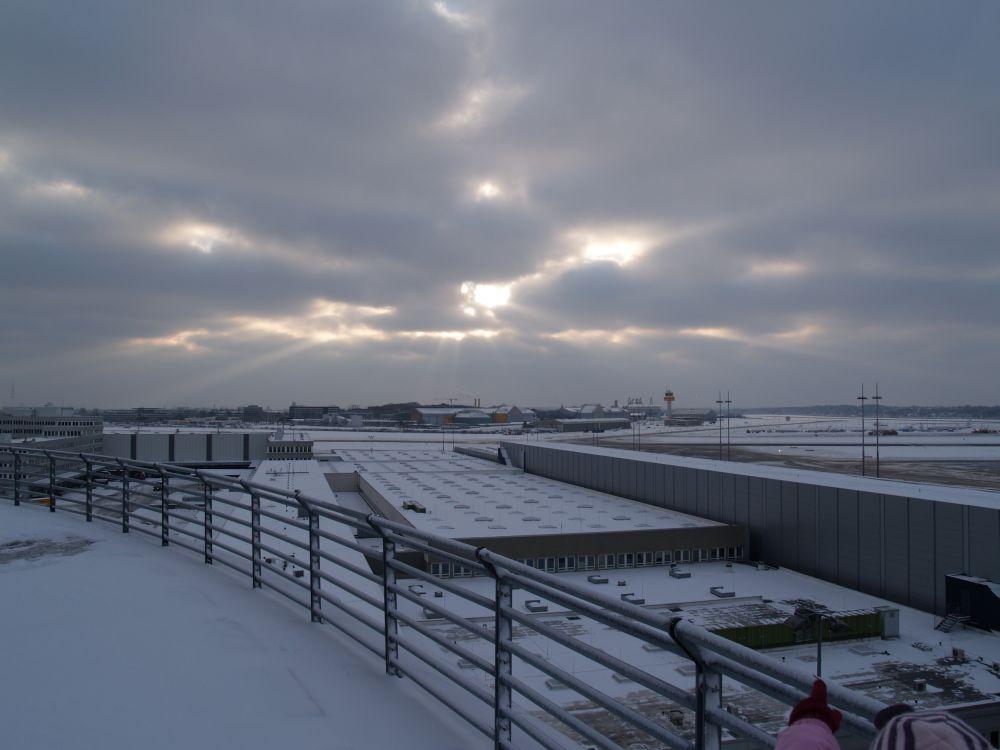 Sonnenstrahl gegen den Wolkenhimmel