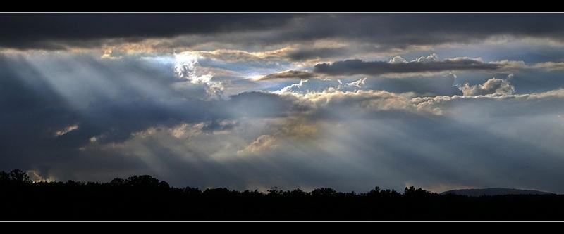 Sonnenstrahlen aus den Wolken