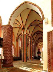 Sonnenstrahlen im südlichen Seitenschiff von St. Marien in Salzwedel
