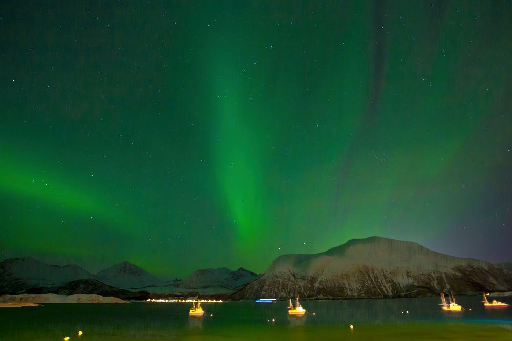 Sonnensturm über dem Fjord