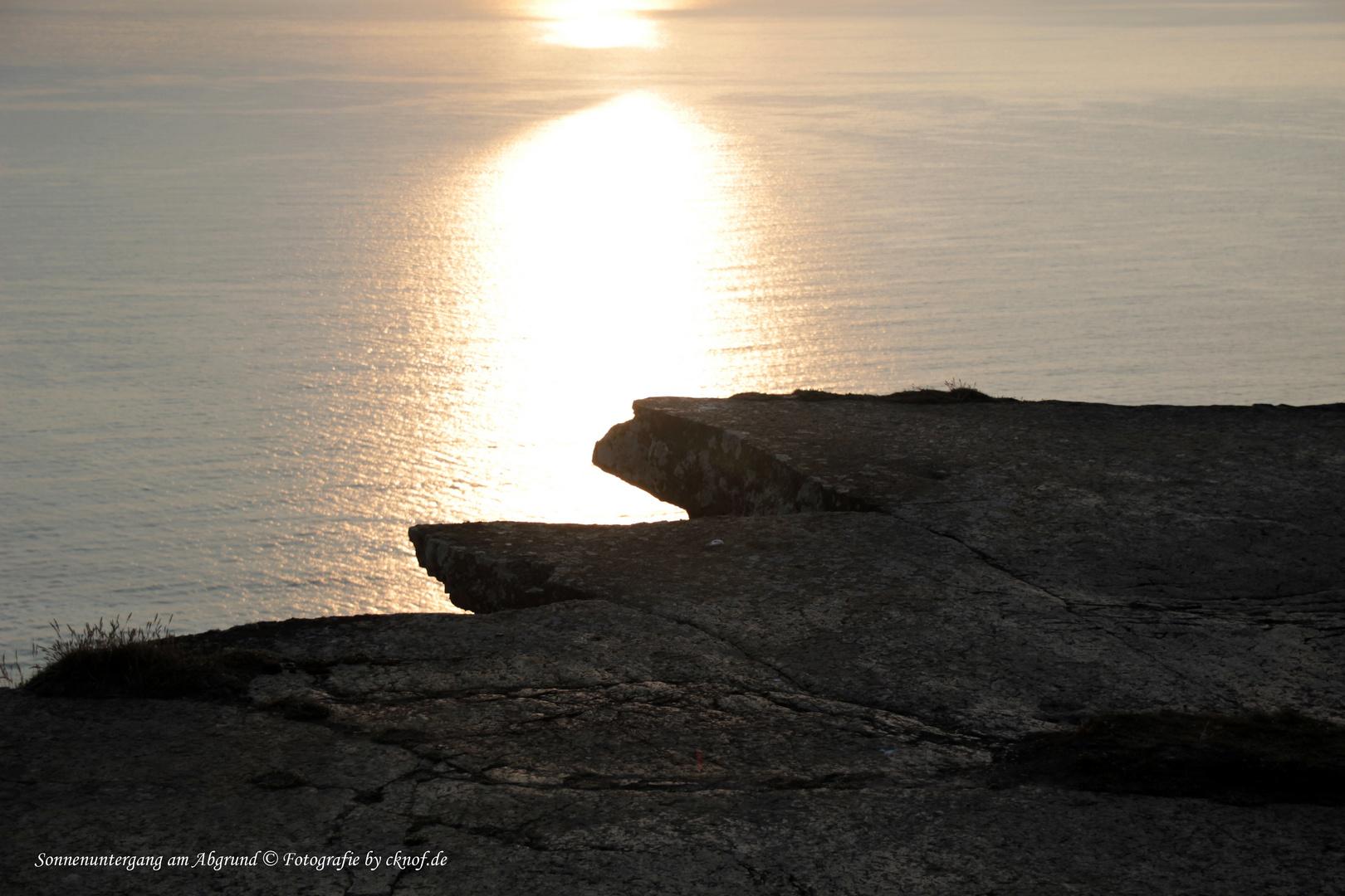 Sonnenuntergang am Abgrund