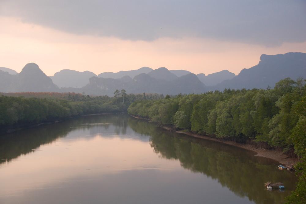 Sonnenuntergang am Fluß